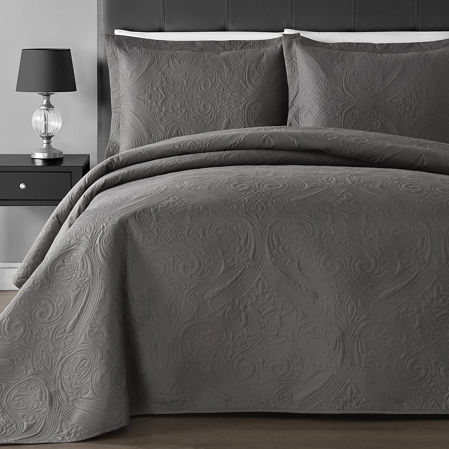 Comfy Bedding Extra Lightweight and Oversized Thermal Pressi